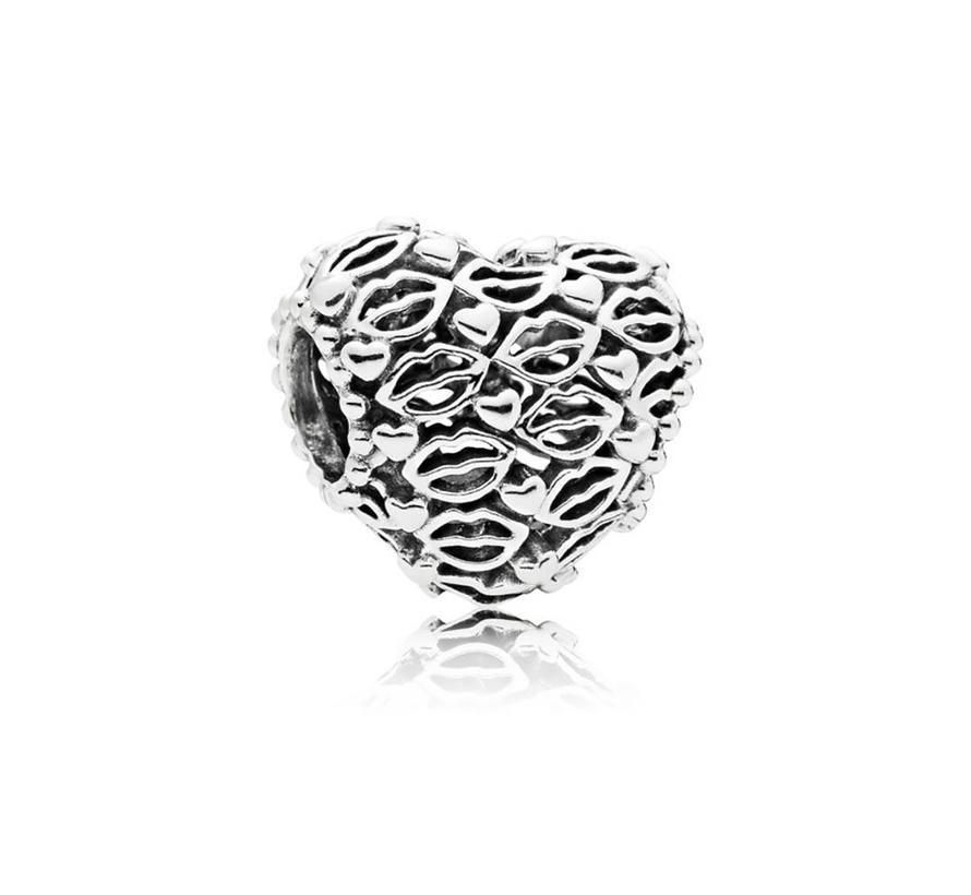 Love & Kisses 796564