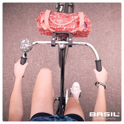 Basil Wanderlust – carry all bag - bicycle handbag - 18L- red