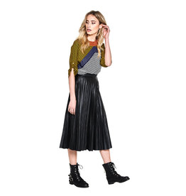 10 Feet Faux Leather Plisse Skirt