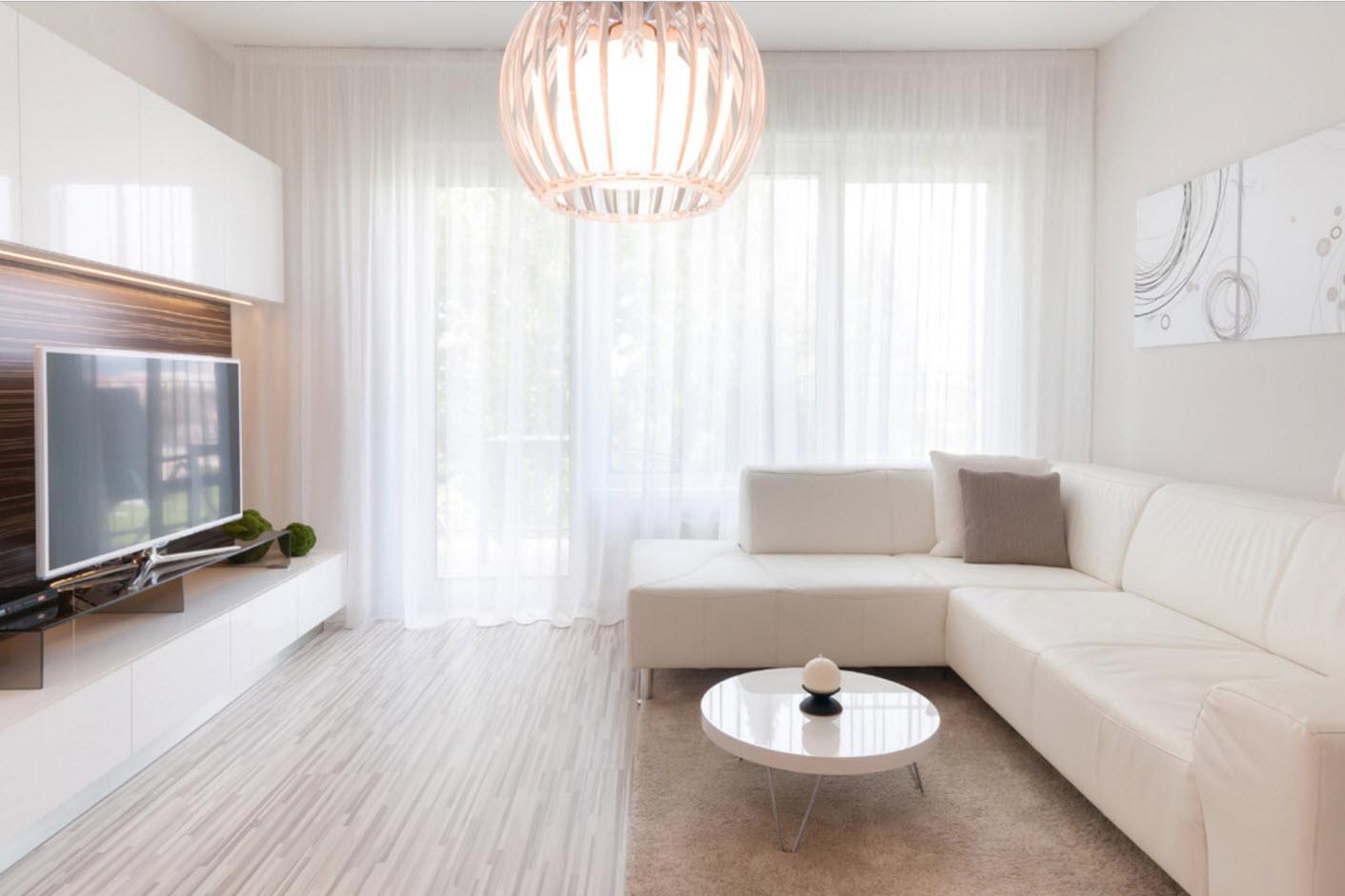 Hoe creëer je ruimte in een klein huis - lichte woonkamer decoratie