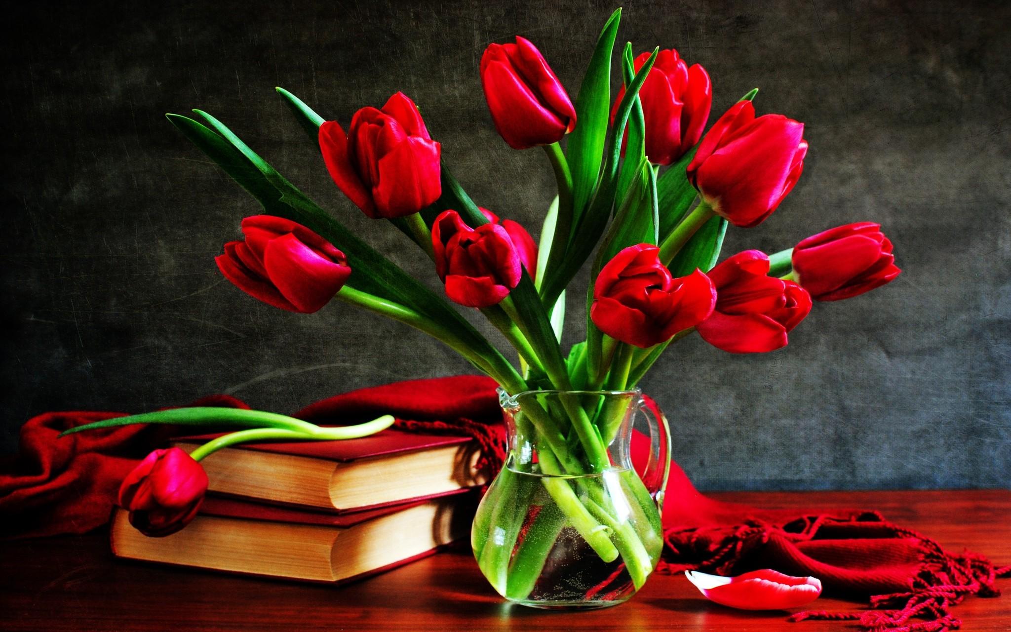 Met tulpen haal je de lente in huis - tulpen in een vaas