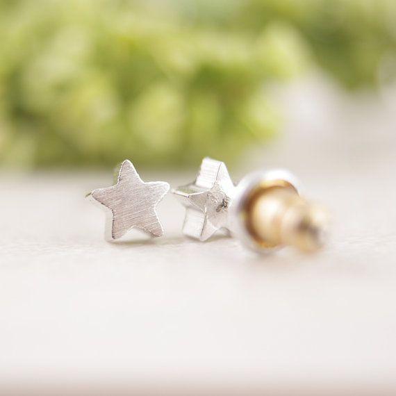 Lovelymusthaves Star star hip minimalist earrings