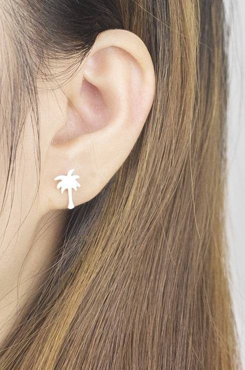 Lovelymusthaves Palm tree hip earrings