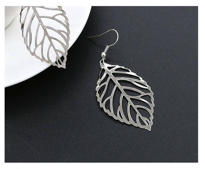 Lovelymusthaves Grote platte blad oorbellen oorhangers zilver/goud