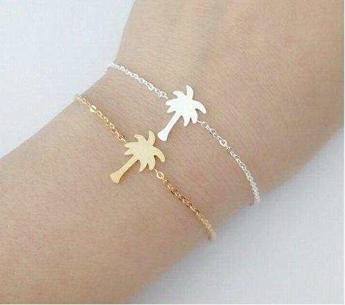 Lovelymusthaves Palm tree hip bracelet