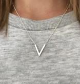 Lovelymusthaves Minimalistische subtiele V vorm ketting zilver/goud