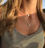 Lovelymusthaves Lovelymusthaves - Minimalist subtle V shaped necklace silver/gold