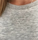 Lovelymusthaves Triangle open minimalistic triangle necklace