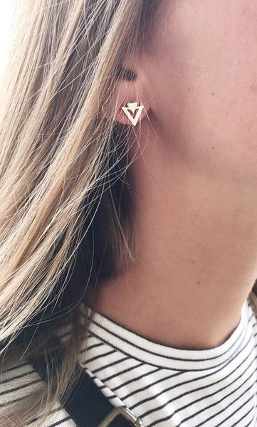 Lovelymusthaves Lovelymusthaves - Minimalist triangle earstuds silver/gold