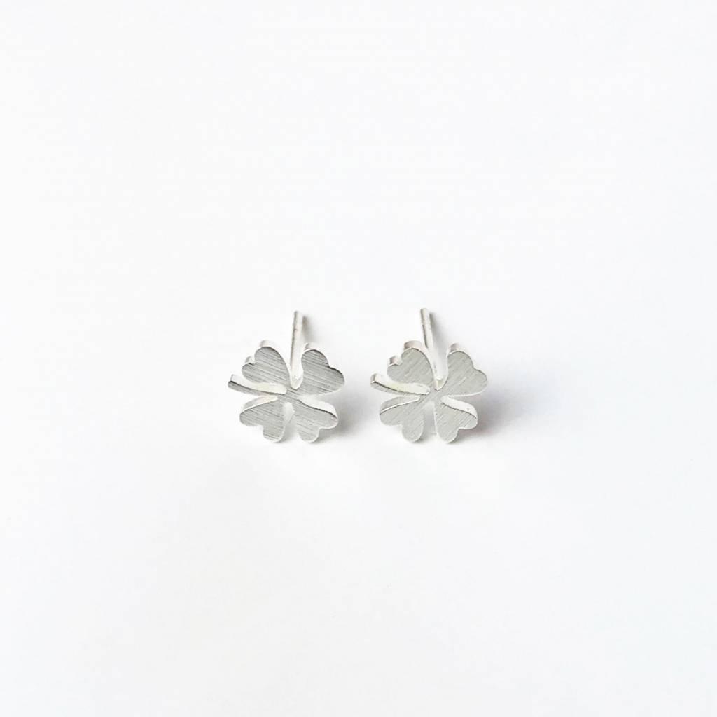 Lovelymusthaves Four-leaf clover plant flower hip earrings