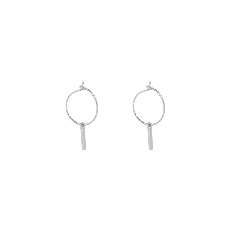 Lovelymusthaves Earrings with a bar