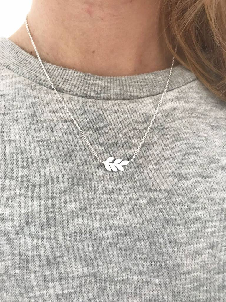 Lovelymusthaves Leaf necklace