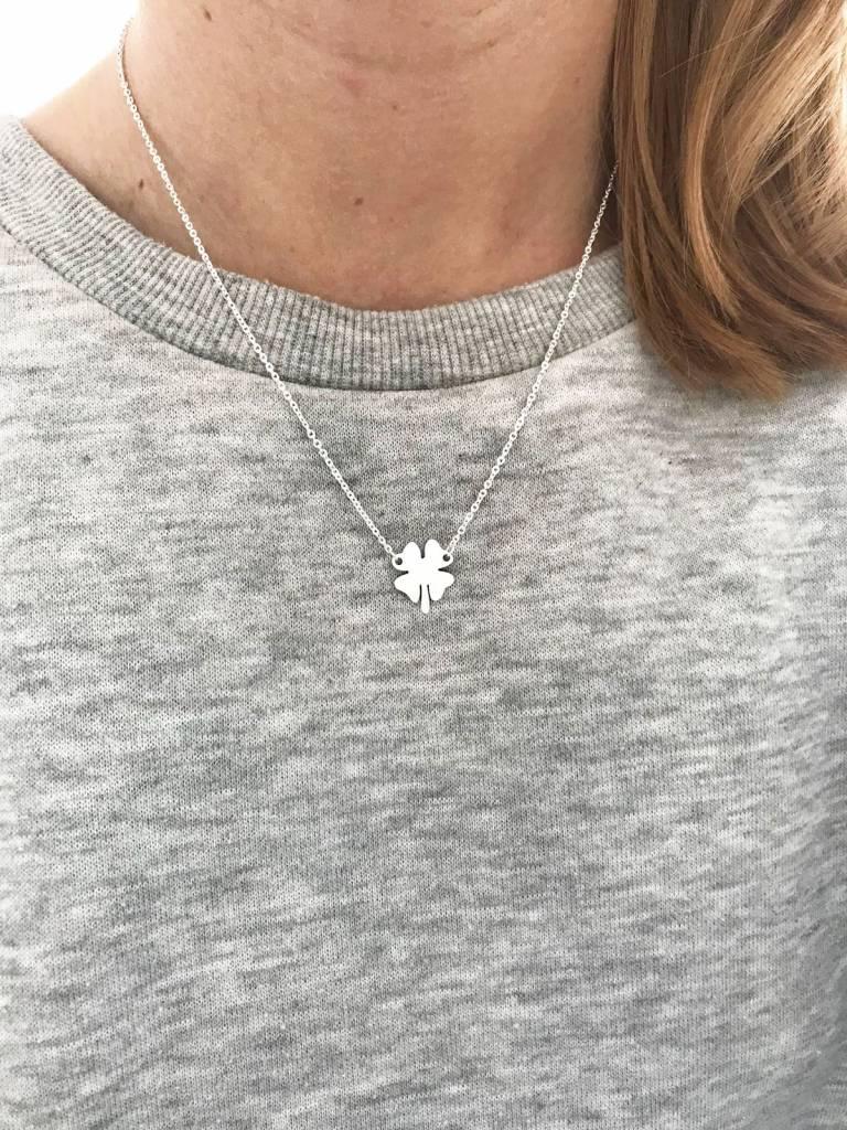 Lovelymusthaves Leaf clover necklace