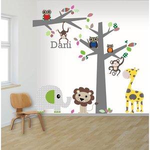DecoDeco Muursticker boom en tak jungle multi met naam! Kies uit 22 kleuren
