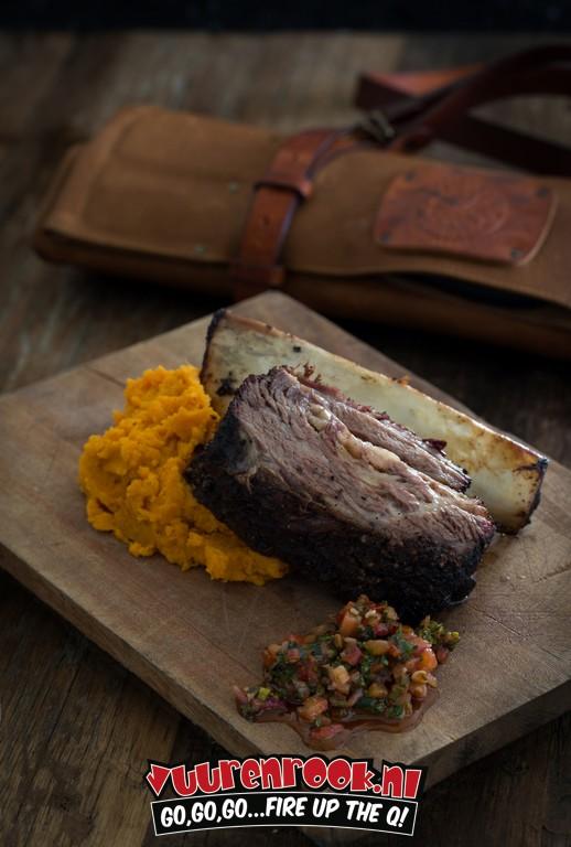 Texas style shortribs met gepofte zoete aardappel Recept