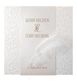 Belarto Bohemian Wedding Trouwkaart met klassiek parelmoer band en veertje