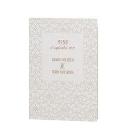 Belarto Bohemian Wedding Menukaart bij trouwkaart met parelmoer band en veertje