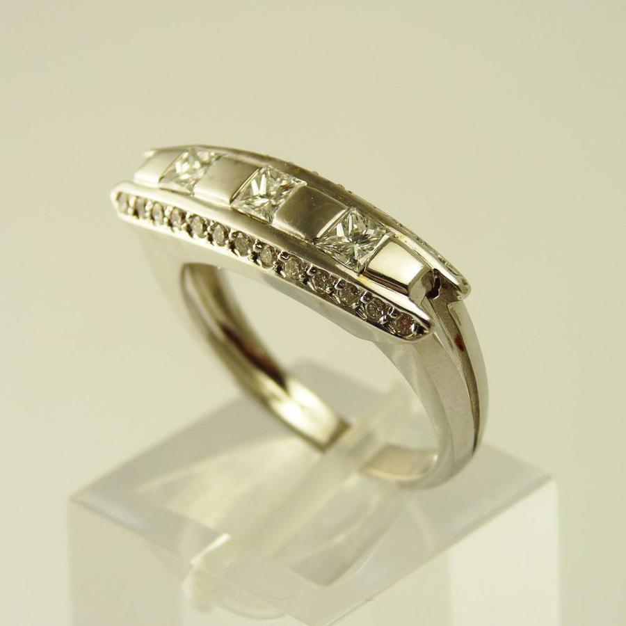18 karaat wit gouden ring met diamanten