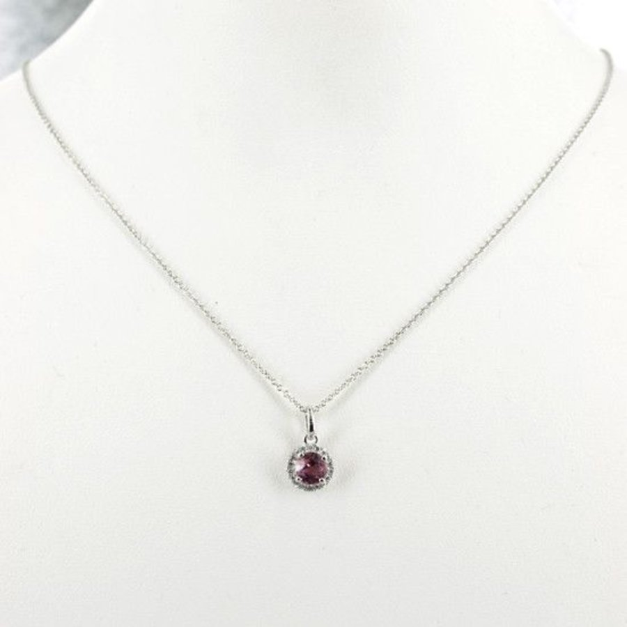 14 karaat witgouden collier met hanger. gezet met briljant en roze tourmalijn
