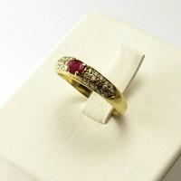 14 krt. geel gouden ring met briljanten en robijn