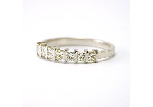 14 karaat wit gouden rijring met diamanten