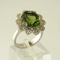 18 karaat wit gouden ring met natuurlijke moldavite