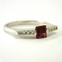 14 karaat wit gouden ring met toermalijn en briljanten
