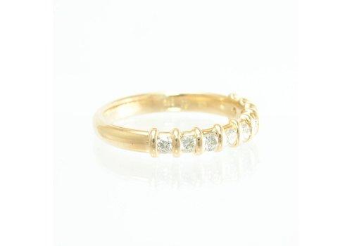 14 krt. geel gouden ring met 9 briljanten