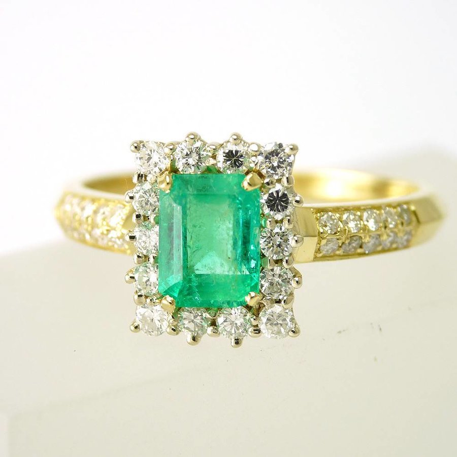 18 krt. bicolor gouden ring met smaragd en briljanten