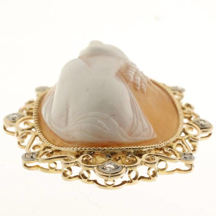 14 krt gouden hanger met camee en ca. 0.10ct aan roosgeslepen Diamant