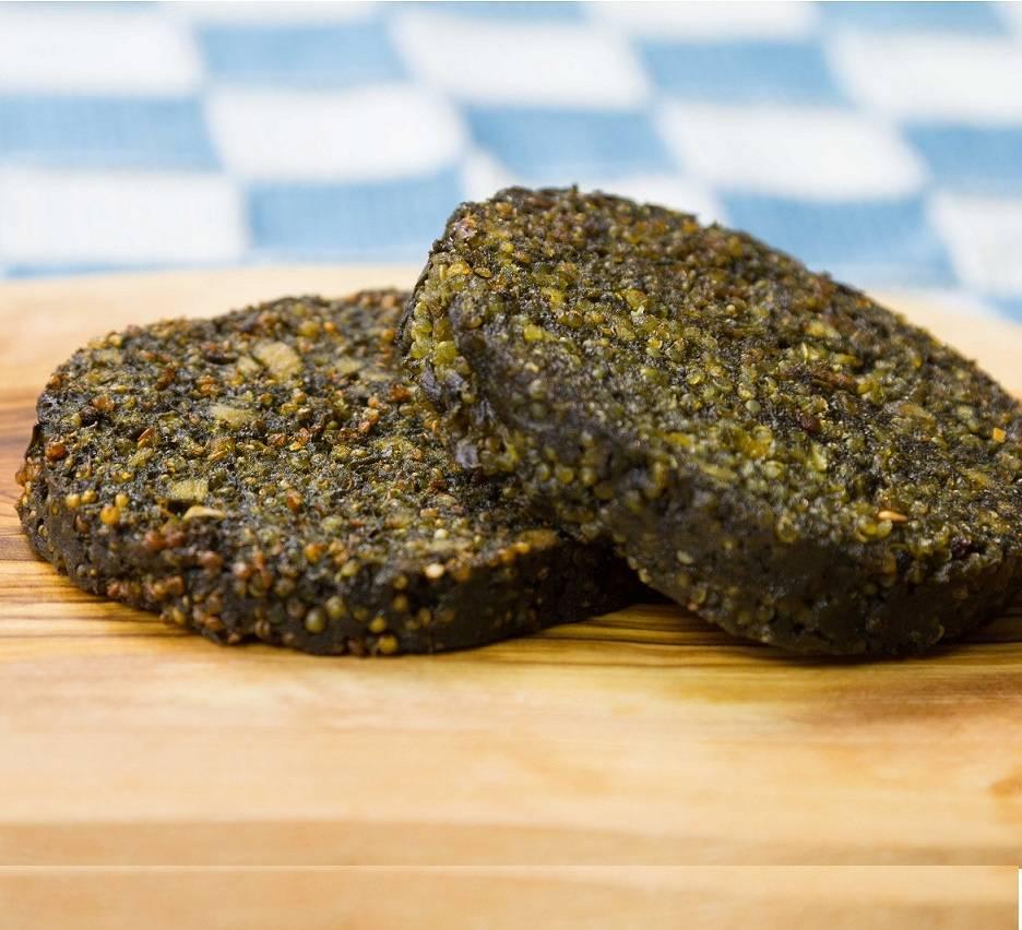 It's Greenish Algae burger with quinoa and yellow pepper