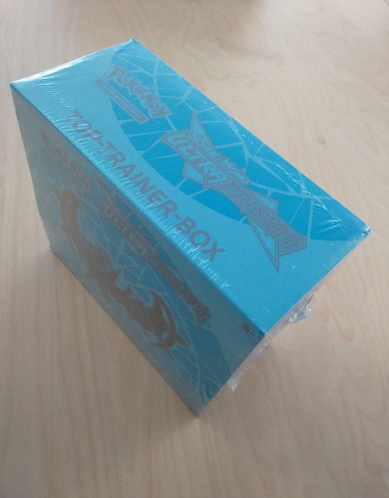PKM - Sonne und Mond PKM - Sonne und Mond 5 - Ultra-Prisma Top-Trainer Box - DE