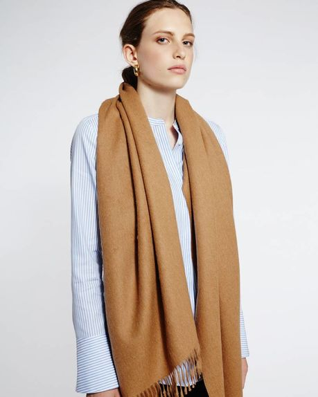 Detale Studio Karin alpaca scarf camel
