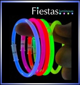 fiesta Pack: 100 glow bracelets, + 100 connectors.