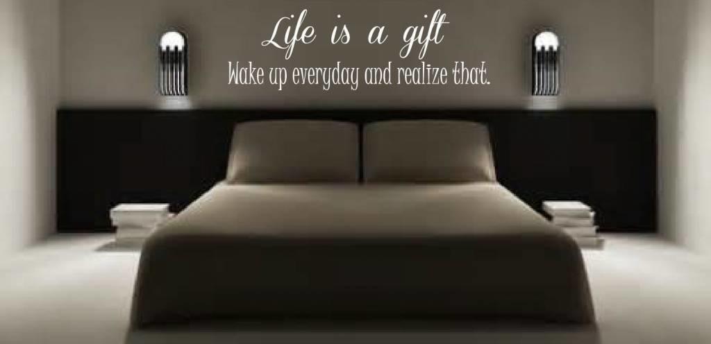 https://static.webshopapp.com/shops/217187/files/111266714/muursticker-life-is-a-gift.jpg