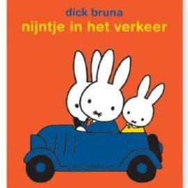Nijntje in het verkeer (stickerboek)
