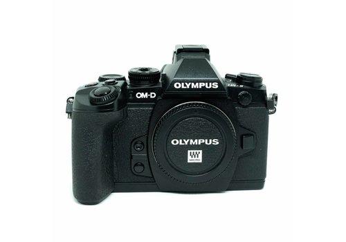 Olympus OM-D + HLD 7