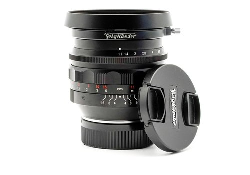 Voightlander 50mm f/1.1 Nokton Mk II + Lenshood