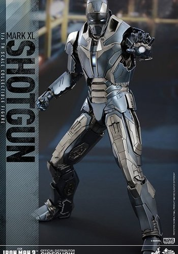 Iron Man 3: Iron Man Mark XL - Shotgun Sixth Scale Figure