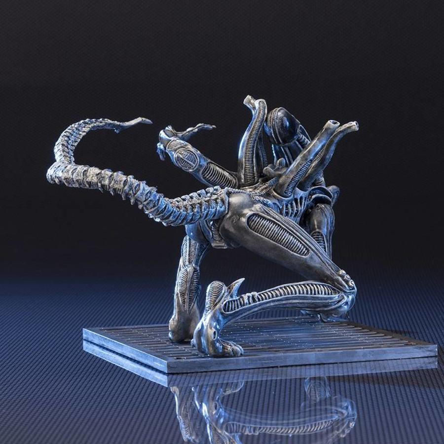 Aliens: Alien Warrior Drone 1/10 scale Artfx+ Statue
