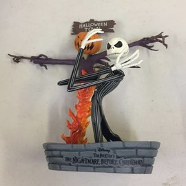 NIGHTMARE BEFORE CHRISTMAS : Skeleton Jack in Halloweentown Statue