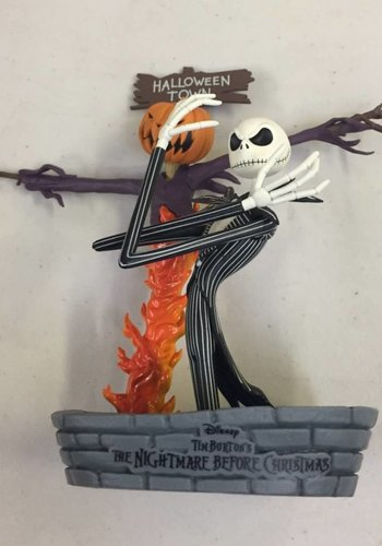 NIGHTMARE BEFORE CHRISTMAS : Skeleton Jack in Halloweentown Statue