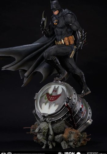 DC Comics: Batman Black Edition - Prime scale Statue