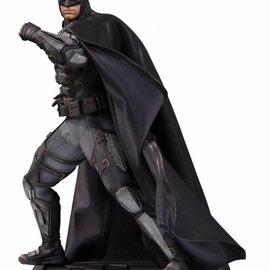 Diamond Direct DC Comics: Justice League Movie - Tactical Suit Batman Statue