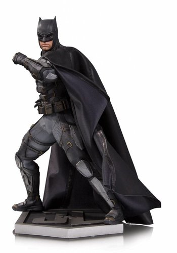 DC Comics: Justice League Movie - Tactical Suit Batman Statue