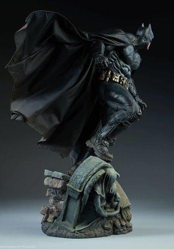 DC Comics: Batman Premium Statue
