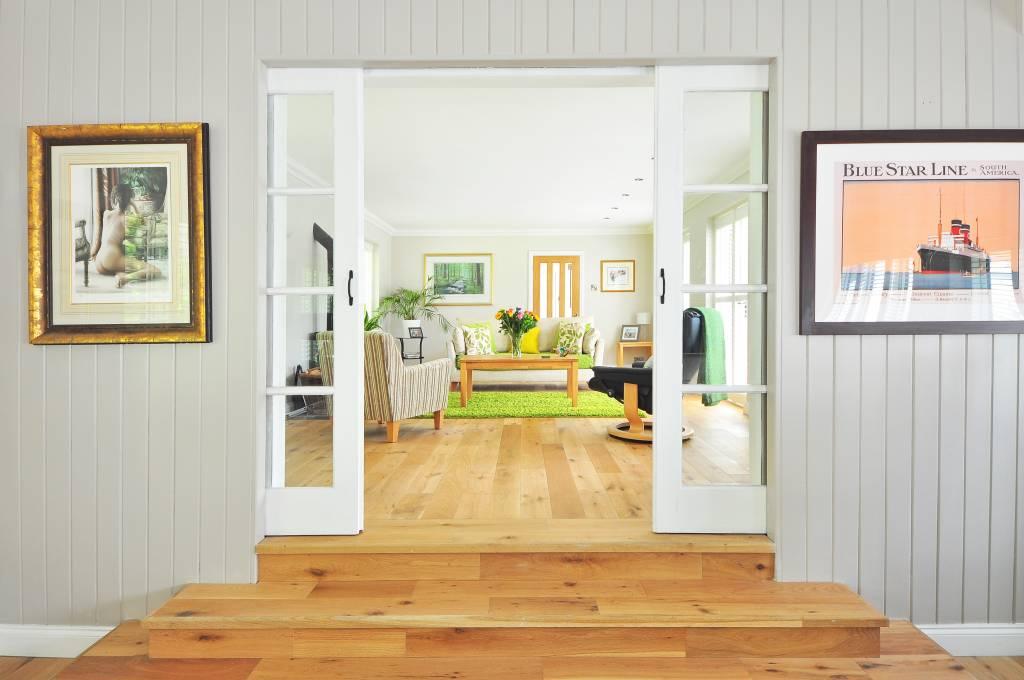 Wohnzimmer Einrichtung - Sofa, Couch, Lowboard, TV Tisch