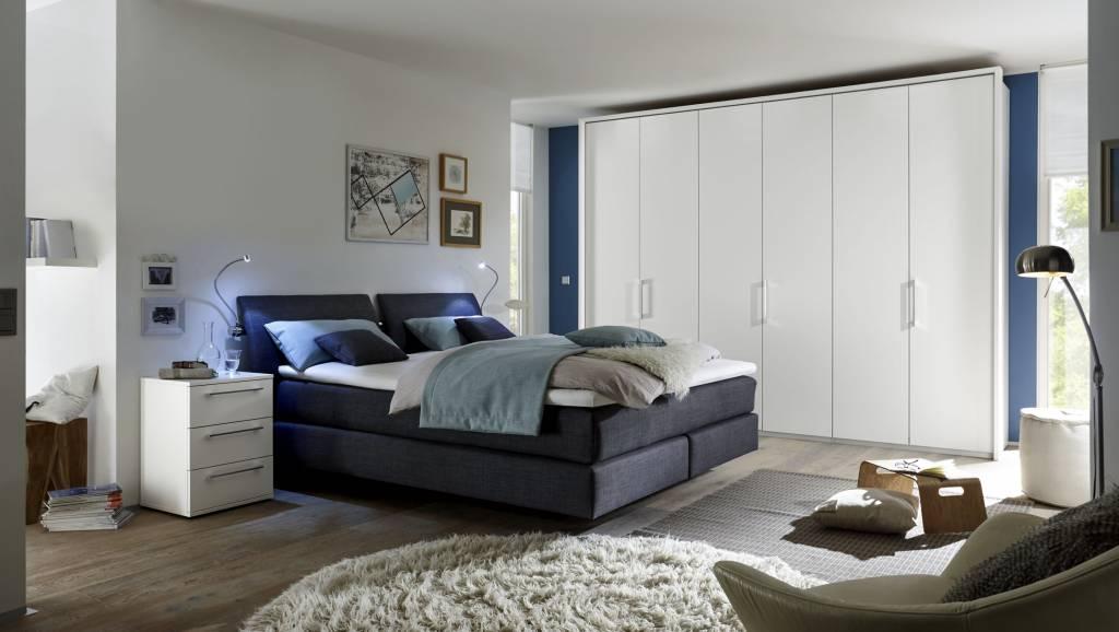 Schlafzimmer - Betten, Kommoden und Kleiderschränke