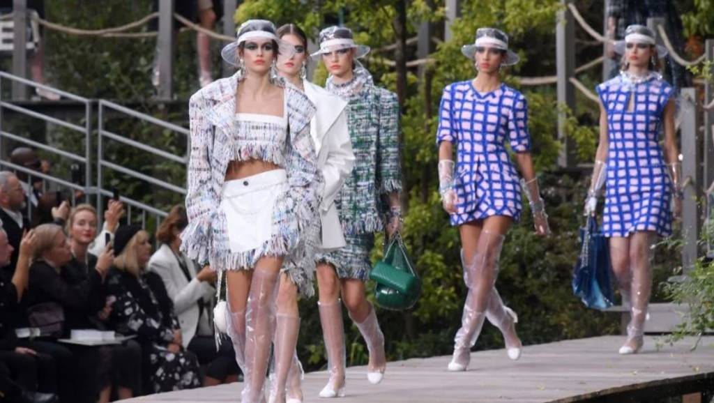 Van de Catwalk: veel blauw bij Chanel