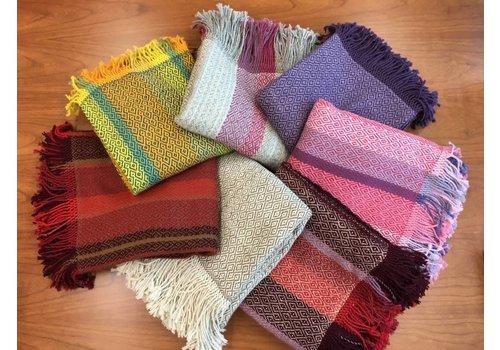 Suyana Mundial Sofadecken mit Fransen - aus hochwertiger Alpakawolle Bunt